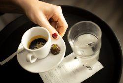 Jobs in der Gastronomie sind oft weiblich: Doch Teilzeit- und 450-Euro-Stellen führen häufig dazu, dass Frauen nur auf Mini-Löhne kommen. Das kritisiert die Gewerkschaft NGG. Foto: NGG