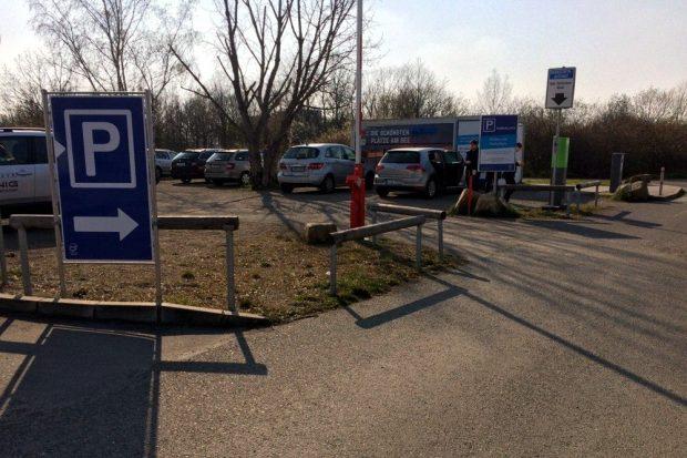Ein Plan, der wohl nicht ganz aufging: der Parkplatz am Cossi mit Publikumsbetrieb. Foto: L-IZ.de