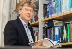 """Prof. Dr. Manfred Wendisch ist Sprecher des Sonderforschungsbereichs """"Arktische Klimaänderung (AC)³"""". Foto: Universität Leipzig/Swen Reichhold"""