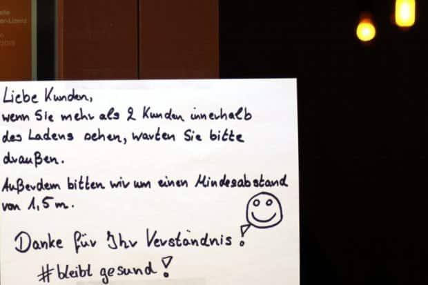 Regeln an einem (weiterhin geöffneten) Spätverkaufs- und Getränkeladen. Foto: L-IZ.de