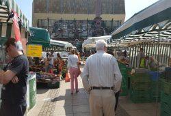 Die Leipziger Wochenmärkte dürfen vorerst geöffnet bleiben. Foto: Marko Hofmann