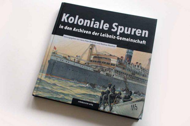 Heinz Peter Brogiato, Matthias Röschner (Hrsg.): Koloniale Spuren in den Archiven der Leibniz-Gemeinschaft. Foto: Ralf Julke