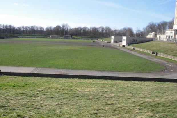 Festwiese mit Treppe zum Stadion. Foto: Ulf Walther