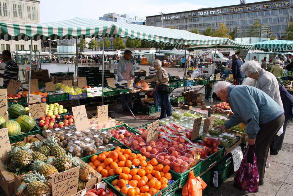Frischemarkt auf dem Augustusplatz. Archivfoto: Ralf Julke