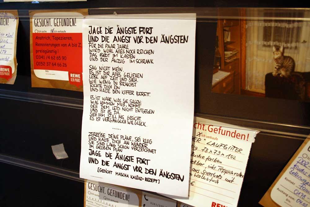 Ein Gedicht von Mascha Kaléko im Supermarkt am Kreuz. Foto: Ralf Julke