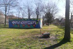 """Die geschlossene """"Märchenwiese"""" im Lene-Voigt-Park im Corona-März 2020 - Zeit für Alpträume? Foto: Luise Schöpflin"""