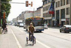 Radfahrer in der Georg-Schumann-Straße. Archivfoto: Ralf Julke