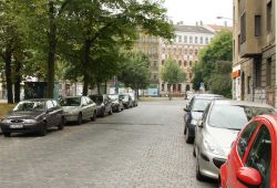 Zugeparkt auch in Schönefeld. Archivfoto: Ralf Julke