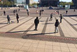 Reichlich Sicherheitsabstand und Masken bei der PARTEI am 20. April in Leipzig. Foto: L-IZ.de