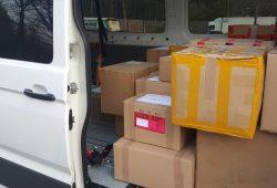 Bereit für den Transport von Köln nach Sachsen: Schutzausrüstung für ASB-Einrichtungen. Bild: ASB Leipzig