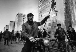 """""""Ritter der Revolution"""", Arad, Rumänien, Dezember 1989, F.A.Z.-Foto/Mirko Krizanovic"""