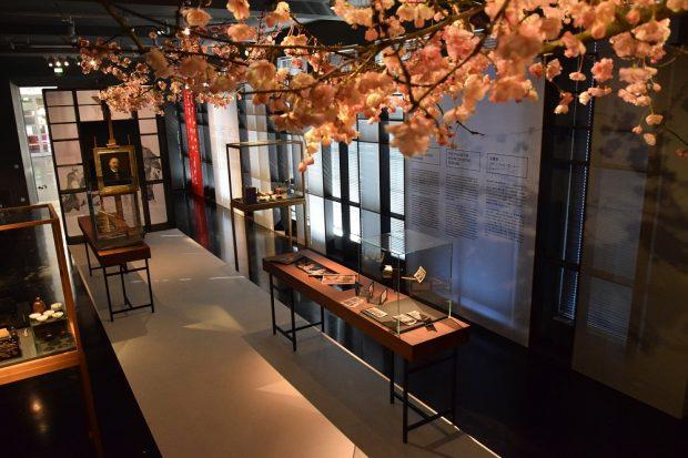 Blick in die Ausstellung mit Hanami-Installation, Foto Kevin Bress