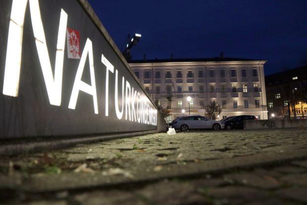 Nächtlich erleuchtetes Naturkundemuseum an der Lortzingstraße. Foto: L-IZ.de