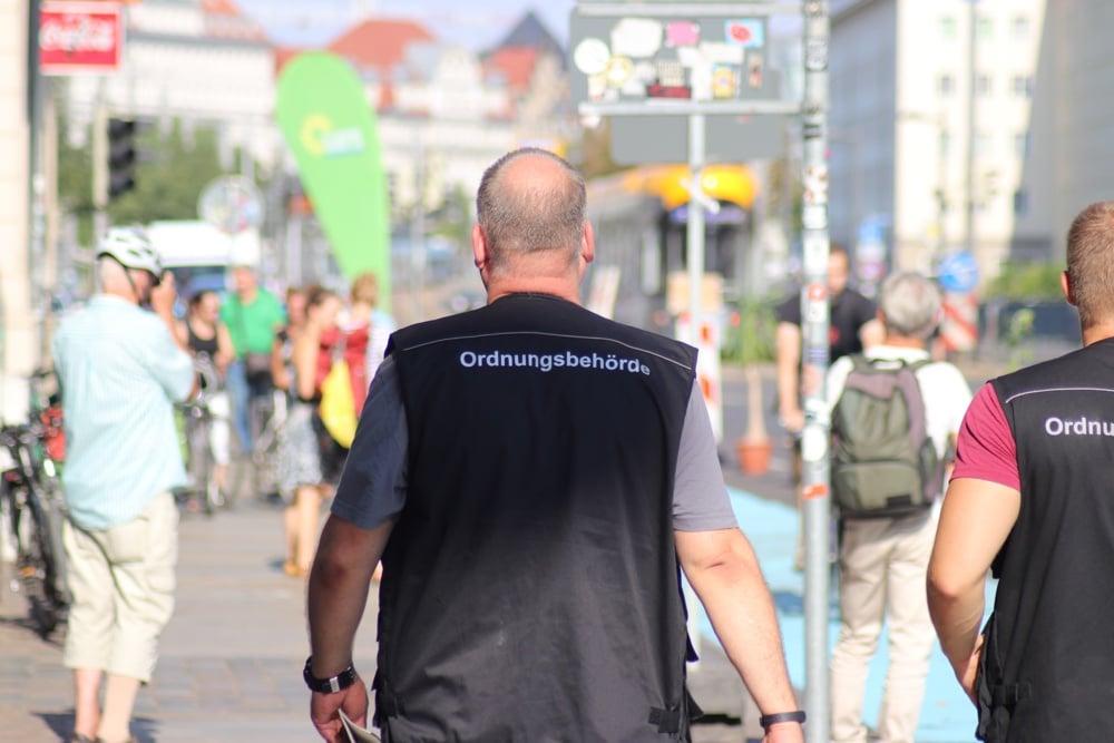 Das Ordnungsamt kontrolliert, ob die Corona-Regeln eingehalten werden. Archivfoto: L-IZ.de