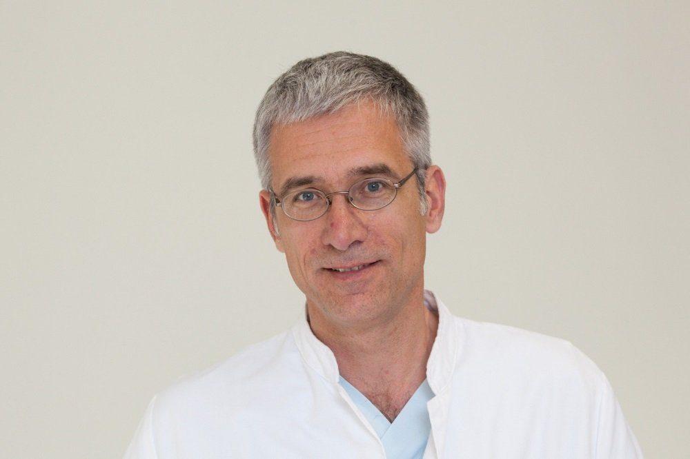 Bei akuten gesundheitlichen Problemen auch in Corona-Zeiten nicht unnötig lange warten: Prof. André Gries, Ärztlicher Leiter der Zentralen Notfallaufnahme (ZNA) am Universitätsklinikum Leipzig. Foto: Stefan Straube / UKL