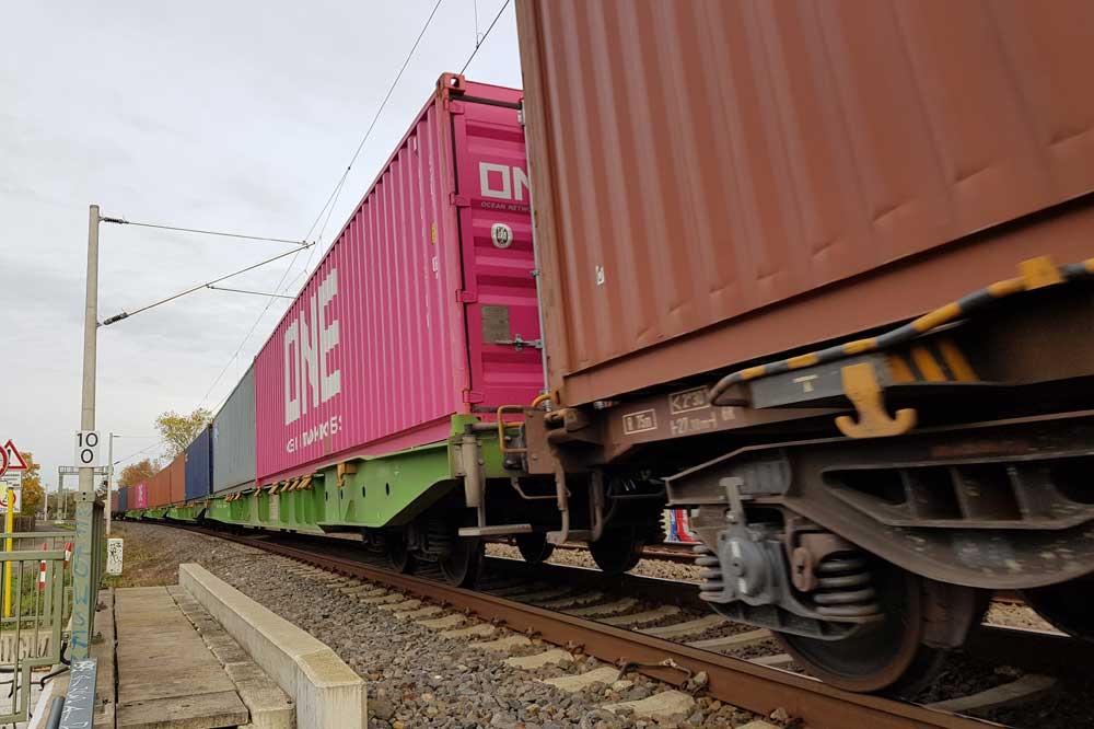 Containerfracht für sächsische Unternehmen. Foto: Marko Hofmann