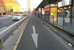Die freigeräumte Corona-Spur an der Haltestelle Hauptbahnhof. Foto: Ökolöwe