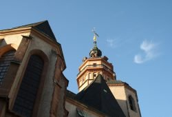Vor der Nikolaikirche demonstrierten am Samstag etwa 30 Personen gegen die Coronaregeln. Archivfoto: L-IZ.de