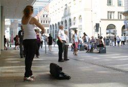 Derzeit auch nicht möglich: Straßenmusik in der City. Foto: Ralf Julke