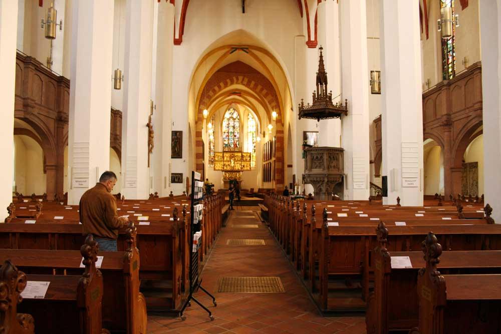 Blick zum Altar der Thomaskirche. Foto: Ralf Julke