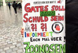 Früher Protest schon Anfang Mai auf dem Nikolaikirchhof. Foto: Sabine Eicker