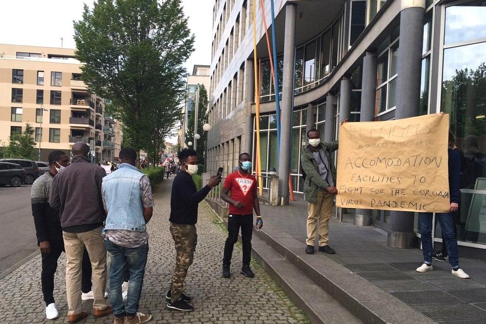 Eine Demonstration für die Rechte der in Dölzig untergebrachten Asylbewerber. Foto: Birthe Klemann