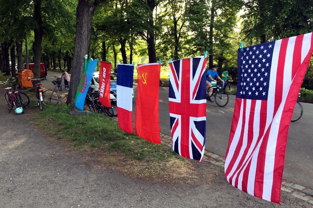 Gedenken an die Befreiung vom 8. Mai 1945 an der Sachsenbrücke. Foto: L-IZ.de
