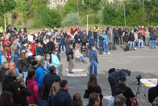 Corona-Demo am 5. Mai 2020 auf dem Leuschnerplatz. 200 Menschen inklusive Beobachter. Foto: L-IZ.de