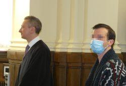 Mundschutz und Abstand: Martin L. (31, r.) am Donnerstag im Landgericht neben seinem Anwalt Stefan Wirth. Foto: Lucas Böhme