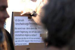 Die Ich-Perspektive - möge Angela Merkel langsam verrecken, weil das eigene Kind die Coronamaßnahmen erleben muss. Foto: Michael Freitag