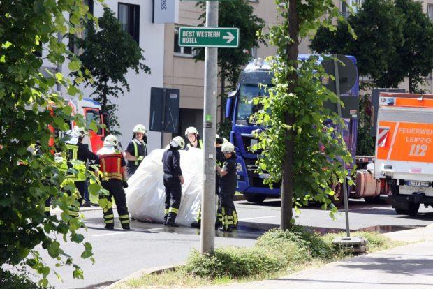 Einpacken bei der Feuerwehr - dieses Mal ohne Sprengung. Foto: L-IZ.de