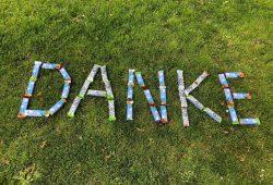 Energiespender in Form von Müsliriegeln gab es heute als Dankeschön zum Tag der Pflege am UKL. Foto: Anja Grießer/UKL