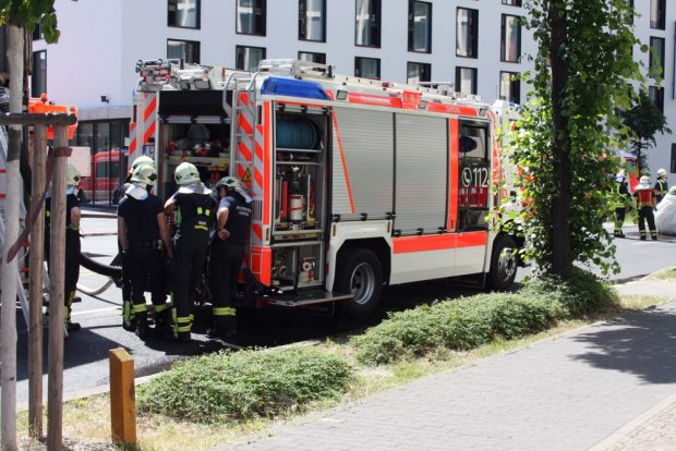 Entspannung bei den eingesetzten Feuerwehrleuten nach der Entwarnung. Foto: L-IZ.de
