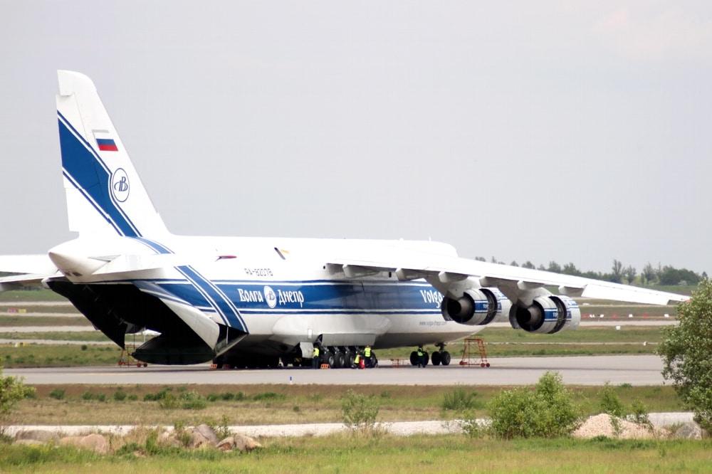 Die Fluggesellschaft Volga Dnjepr mit den großen Lastenfliegern am Flughafen Leipzig. Foto: LZ