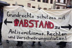 Gegenprotest an der Nikolakirche am 11. Mai. Foto: L-IZ.de