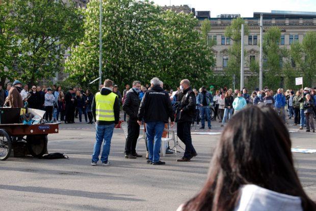 Proteste nach der Ansgae des Ordungsamtes: Maskenpflicht und Abstandsgebot auch auf dieser Versammlung. Foto: L-IZ.de