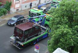 Hier war es eine ausgeschilderte Baustelle, wegen der mehrere geparkte Fahrzeuge abgeschleppt wurden. Foto: Ralf Julke