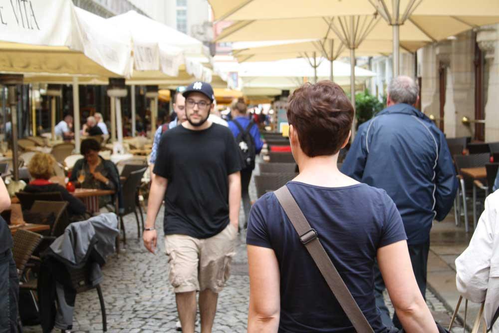 Freisitze im Barfußgässchen. Archivfoto: Ralf Julke