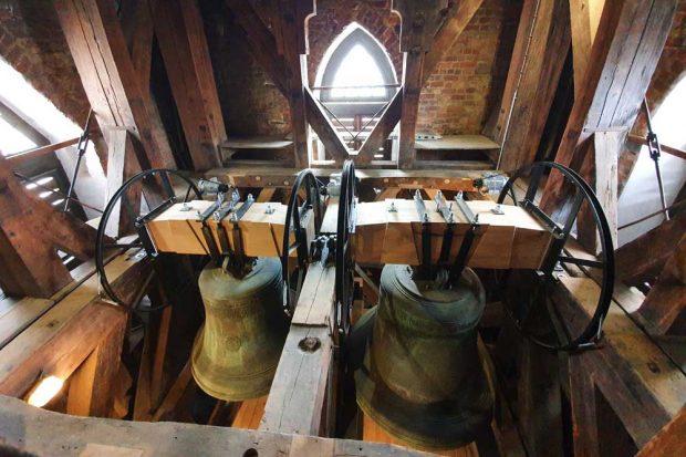Die großen Glocken Gloriosa und Hilliger in den neuen Holzjochen. Foto: Thomaskirche - Bach e.V.