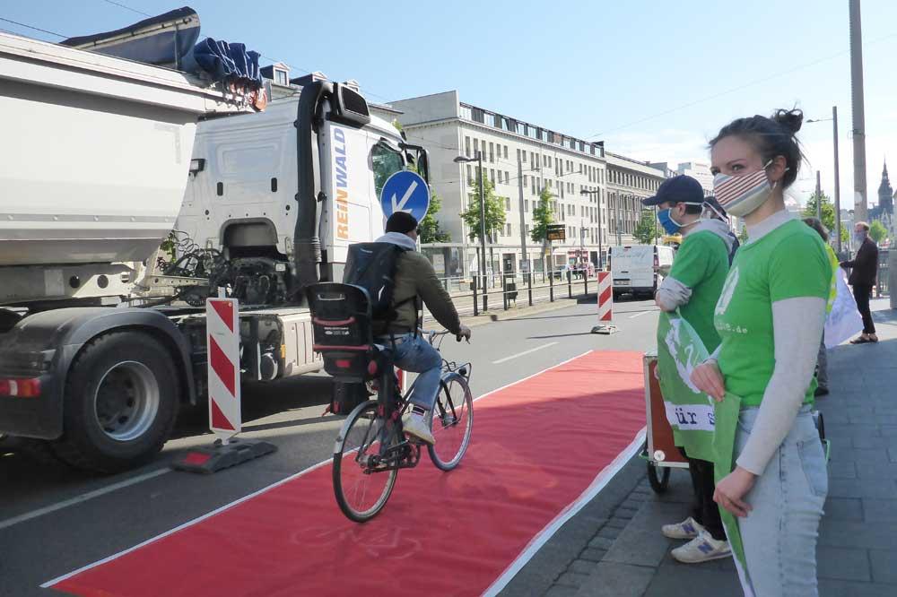 Radspur-Aktion am Ranstädter Steinweg. Foto: Ökolöwe
