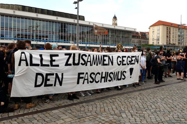 Der Gegenprotest auf dem Dresdner Altmarkt. Foto: Luise Mosig