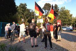 25 Engelsdorfer/-innen versammelten sich zum Corona-Spaziergang am 22. Juni 2020. Foto: Luise Mosig