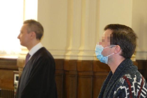 Serientäter Martin L. (r.), hier mit seinem Anwalt Stefan Wirth, muss in die Psychiatrie. Foto: Lucas Böhme
