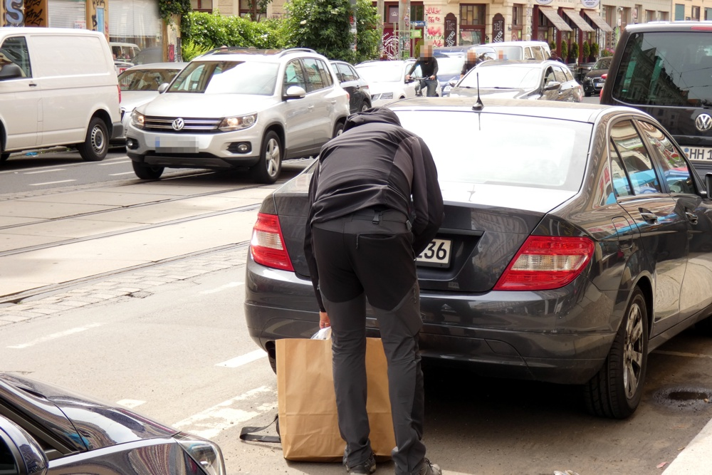 Beschlagnahmung von Beweismaterial am 10. Juni 2020 an der Wolfgang Heinze Straße. Foto: L-IZ.de