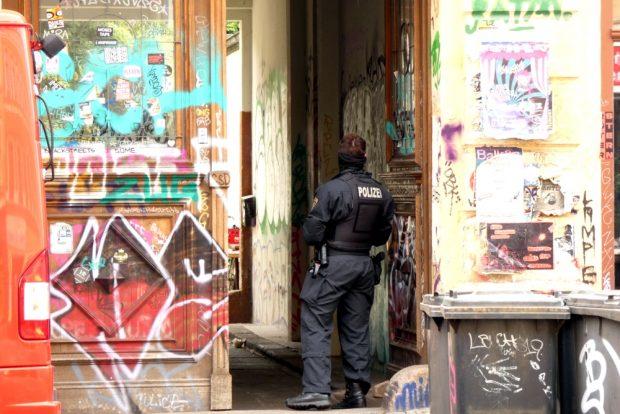 Die Polizei am 10. Juni 2020 in der Wolfgang Heinze Straße. Foto: L-IZ.de