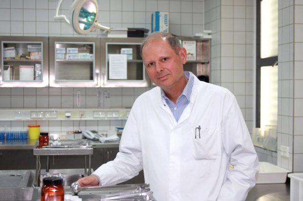 Direktor Prof. Dr. med. Jan Dreßler arbeitet seit 2009 am Leipziger Institut für Rechtsmedizin. Foto: Sabine Eicker