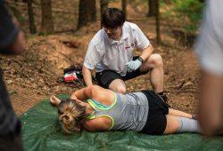 Roy-Udo Heim beim Kurs Outdoor-Erste-Hilfe. Foto: Tobias Ritz