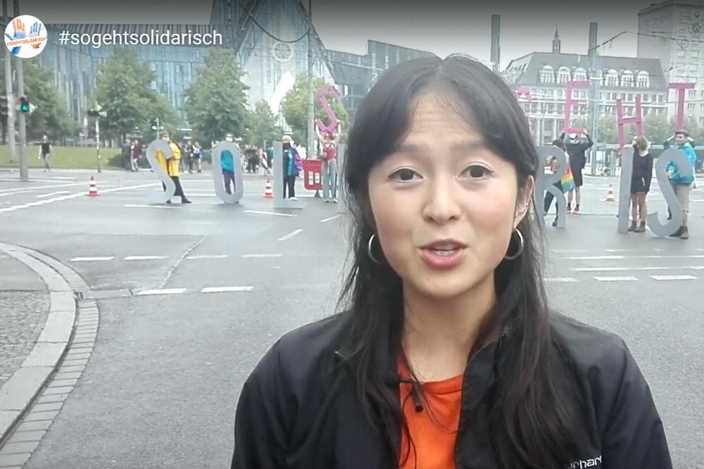 So geht solidarisch - um 13:45 Uhr auf dem Augustusplatz vor dem Start er Versammlung. Foto: L-IZ.de