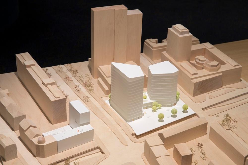 Modell des siegreichen Entwurfs von HENN Architekten, München. Foto: Covivio / Stefan Hoyer
