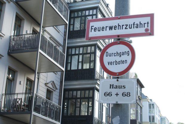 Privates Verbotsschild am Uferweg. Foto: Ralf Julke